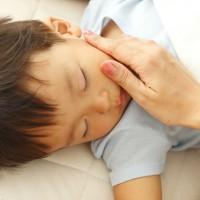 子供の寝ている写真
